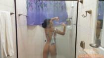 Carol Castro tomando um banho sensual toda gostosa