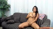 Seja com o consolo ou na mãozinha: Kaka se masturba ao vivo