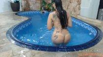 Tuca Viana relaxando peladinha na piscina!