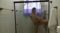 Confira a Cris peladinha no banho