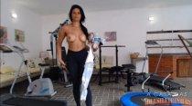 Juliana Ramos malha sua bunda gostosa na academia
