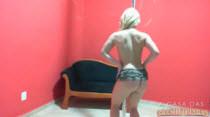 Lolitinha gostosa Suzan adora dança ao vivo sem roupa